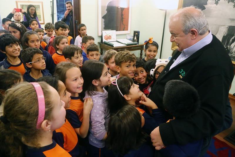 Greca destaca atendimento de 52 mil crianças em tempo integral em Curitiba