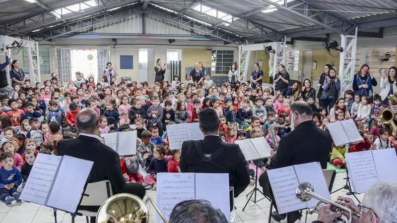 Banda Lyra faz concerto didático para curitibinhas no Barreirinha
