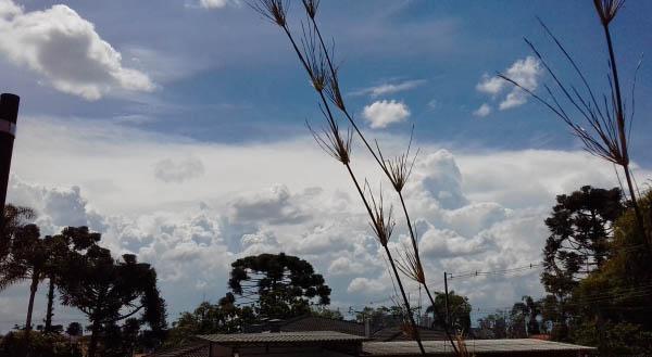 Curitiba terá sexta-feira nublada e fim de semana 'bipolar'