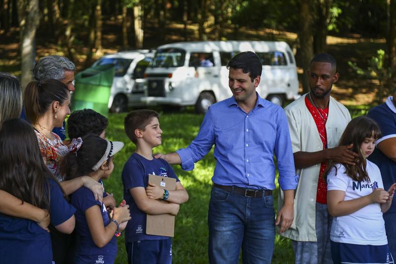 Escola particular entra no projeto e faz plantio de mudas no Parque São Lourenço