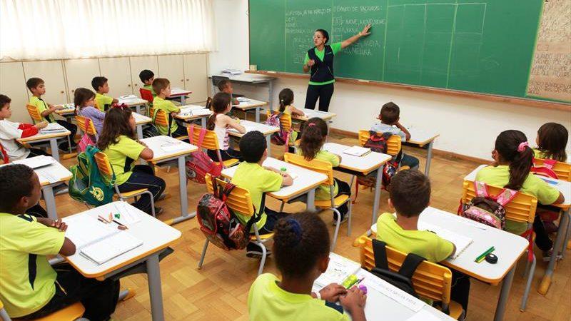 Retorno dos 140 mil estudantes da rede municipal será no dia 12