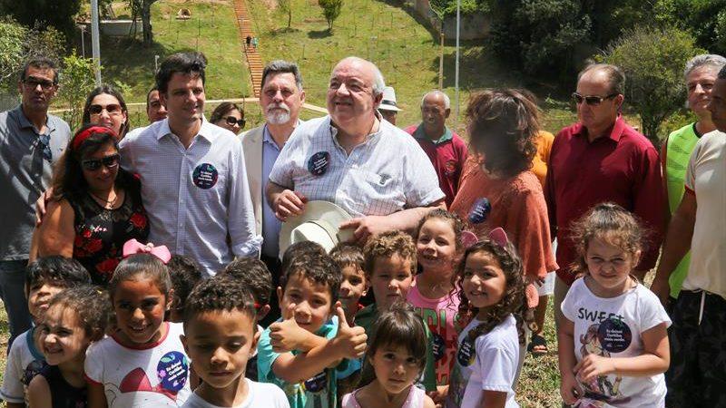 Com plantio de 1,5 mil árvores, Greca entrega Bosque da Colina no Pilarzinho