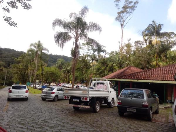 Estrada da Graciosa fica lotada de turistas na véspera da 'bandeira laranja'