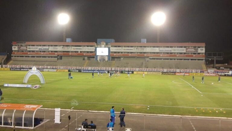 Paraná tem sequência na Vila com confrontos diretos pelo G4