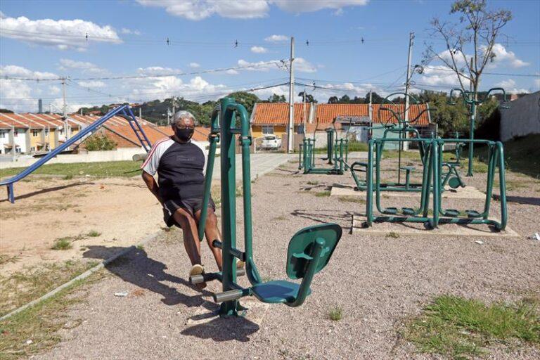 Moradores dos bairros Cachoeira e Tingui comemoram novas áreas de lazer