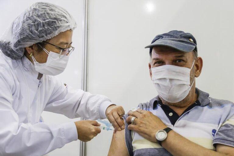 Confira a vacinação de 2ª dose, que avança para grupos de 74 a 71 anos