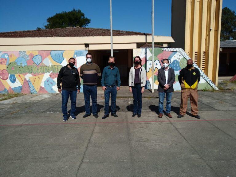Vereador Mauro Ignácio e Assessor do Dep. Romanelli visitam o colégio Sebastião Saporski